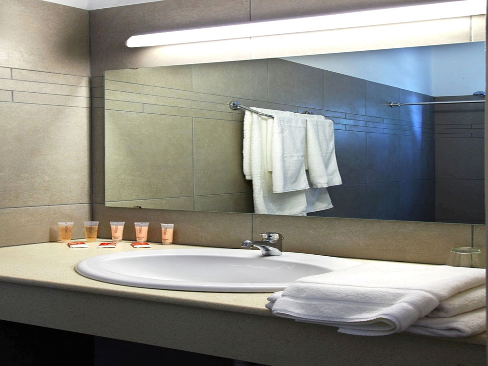 http://b2b.lints.gr/images/hotels/Corivabathroom_9_Gallery.jpg